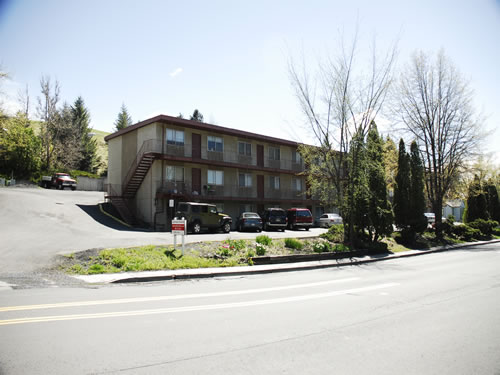 Exterior of The Valley View Apartments, 1325-1425 Valley Road, Pullman Wa 99163